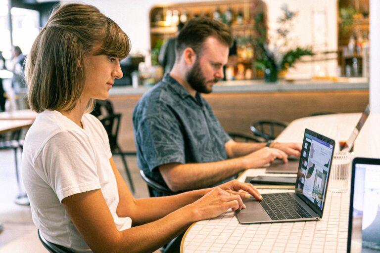 Jak tworzyć grafiki i zapisywać zdjęcia, aby strona działała szybciej i była wyżej w Google